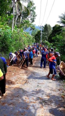 Padat Karya Tunai (PKT) Pembuatan Saluran Air Jalan Poros Desa