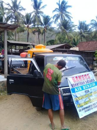 Bantuan Sosial Air Bersih Oleh Pemerintah Desa  dan Komunitas Sopir Se Desa Ngulungwetan